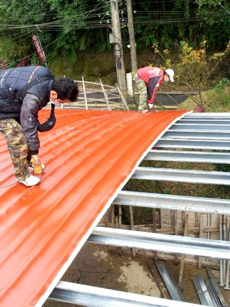 鐵皮屋工程-蓋隔熱板